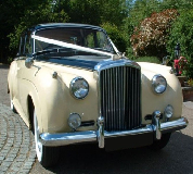Proud Prince - Bentley S1 in Towcester Racecourse